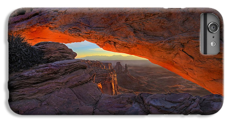 Mesa Arch IPhone 6s Plus Case featuring the photograph Dawns Early Light by Mike Dawson