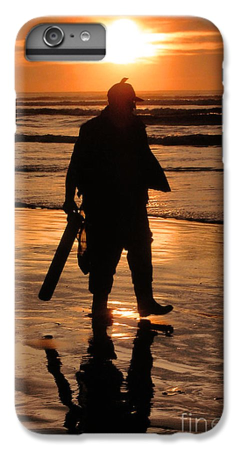 Pacific IPhone 6s Plus Case featuring the painting Razor Clam Hunter by Larry Keahey
