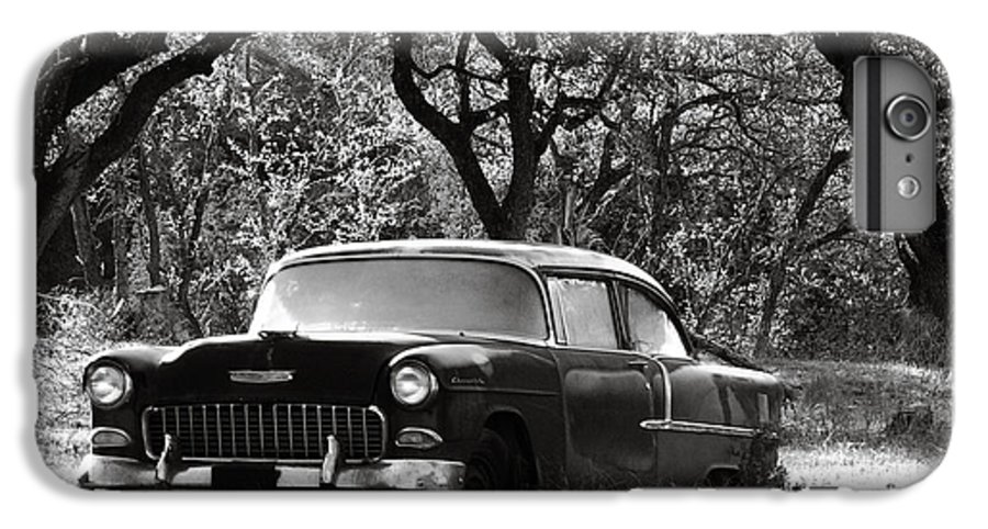 Americana IPhone 6s Plus Case featuring the photograph Resting Amongst The Oaks by Marilyn Hunt