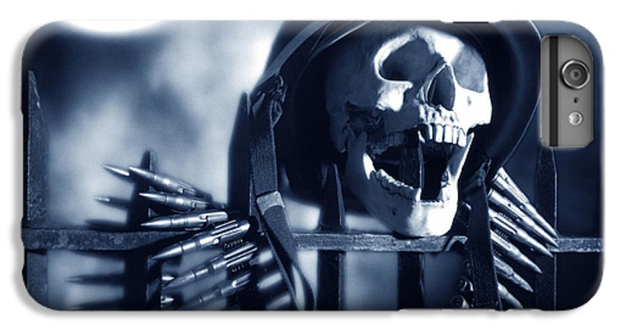 Skull IPhone 7 Plus Case featuring the photograph Skull by Tony Cordoza