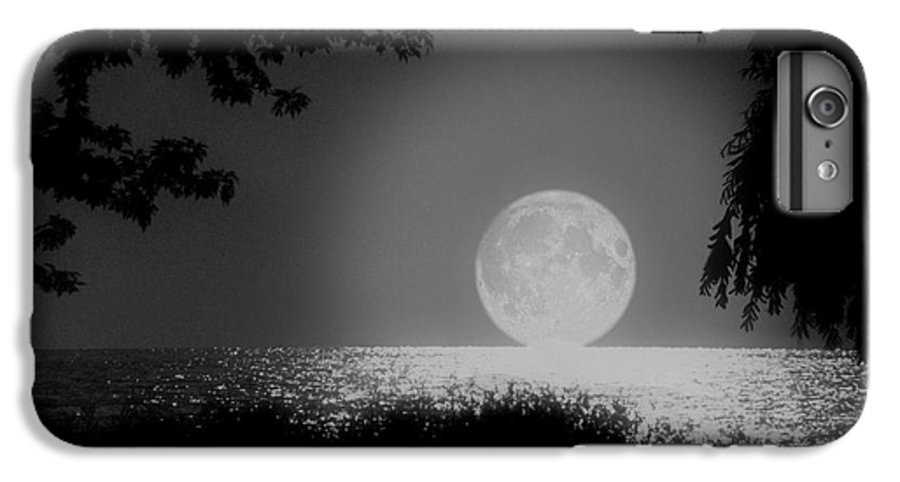Moon IPhone 7 Plus Case featuring the photograph Moonset On Lake Erie by Kenneth Krolikowski