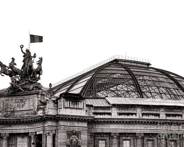 France Poster featuring the photograph Le Grand Palais by Olivier Le Queinec