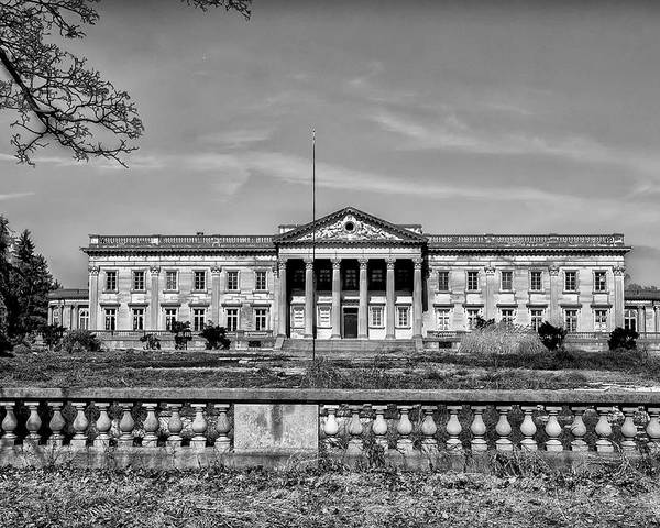 Lynnewood Hall Elkins Park In Black And White Poster