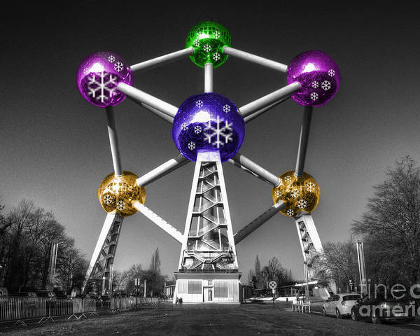 Atomium Poster featuring the photograph Xmas Atomium by Rob Hawkins