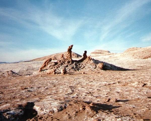 Alle De La Luna Poster featuring the photograph Valle De La Luna - Atacama Desert Northern by Ronald Osborne