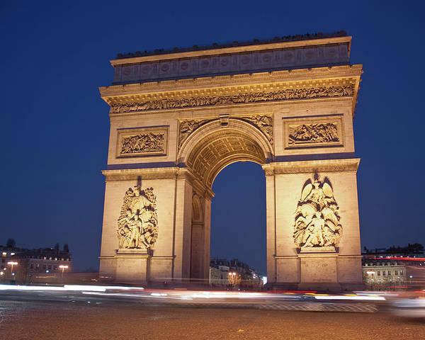 Horizontal Poster featuring the photograph Arc De Triomphe, Paris, France by David Min
