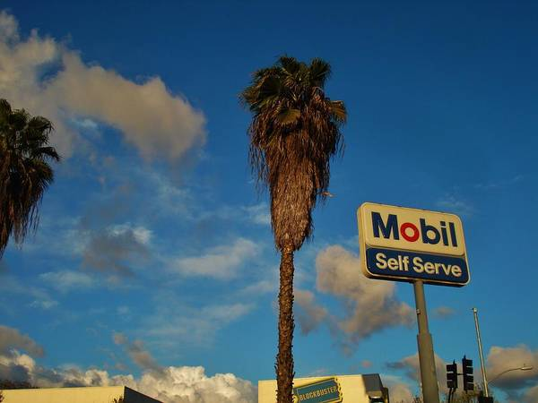 Los Angeles Poster featuring the photograph Mobil Self Serve by Linda De La Rosa