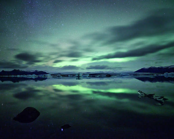 Horizontal Poster featuring the photograph Northern Lights Over Jokulsarlon by Matteo Colombo
