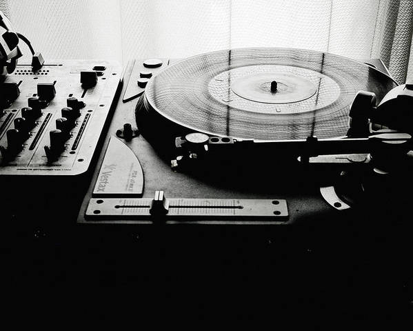 Horizontal Poster featuring the photograph Turntable by So1