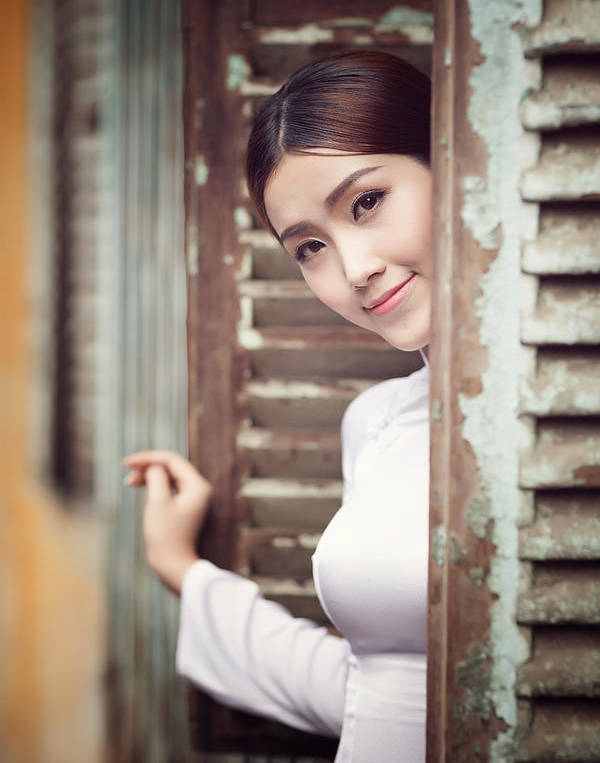 Beautiful Vietnamese Women With Ao Dai Holding Umbrella Vintage Style by Huynh Thu