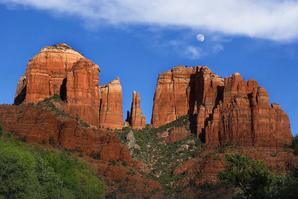 Sedona Poster featuring the photograph Cathedral Rock Moon Rise Color by Dave Dilli