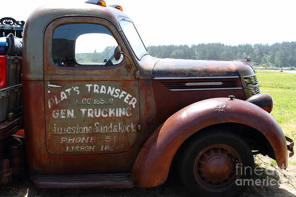 Transportation Poster featuring the photograph Rusty Old 1935 International Truck . 7d15496 by Wingsdomain Art and Photography