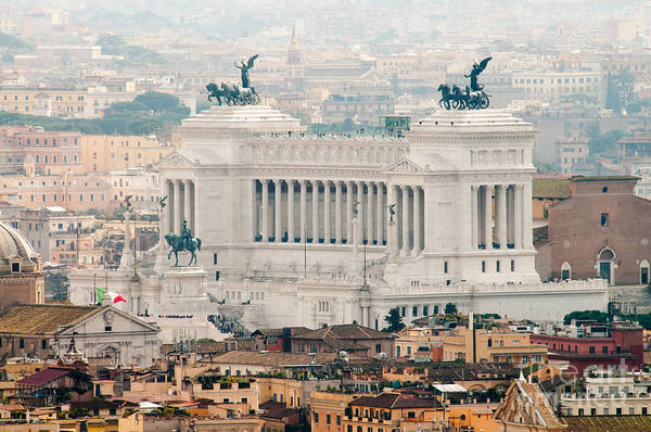 Monumento Nazionale A Vittorio Emanuele Ii Poster featuring the photograph Il Vittoriano by Andy Smy
