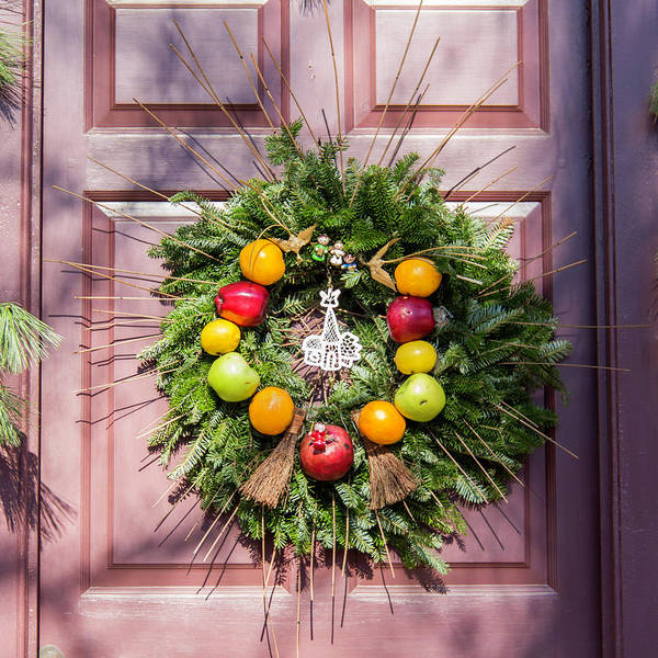 2015 Poster featuring the photograph Williamsburg Wreath 53 by Teresa Mucha
