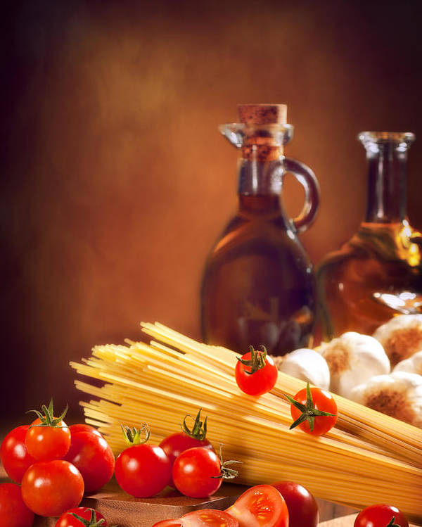 Spaghetti Poster featuring the photograph Spaghetti Pasta With Tomatoes And Garlic by Amanda Elwell