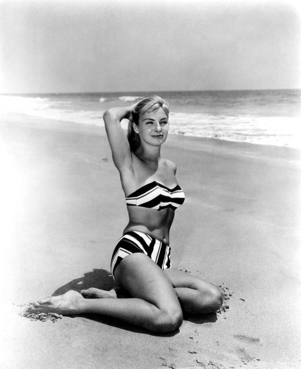 joanna-woodward-bikini-pics