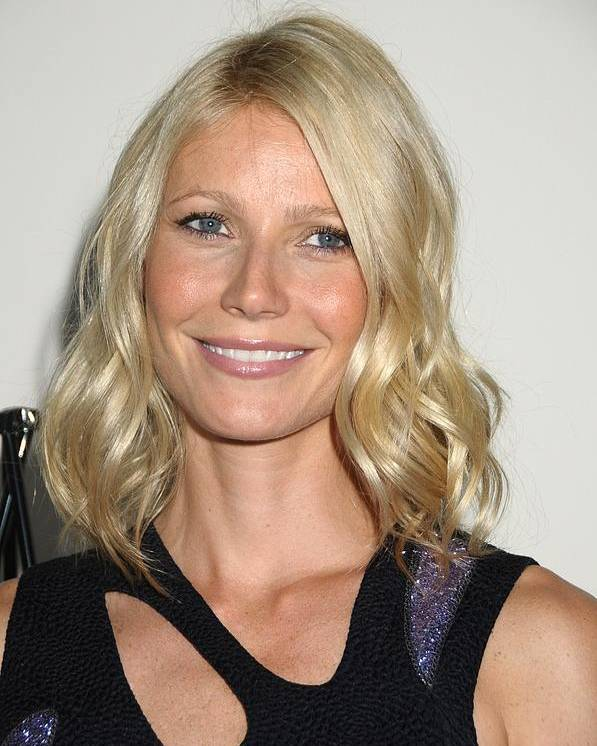 Gwenyth Paltrow Poster featuring the photograph Gwyneth Paltrow In Attendance by Everett