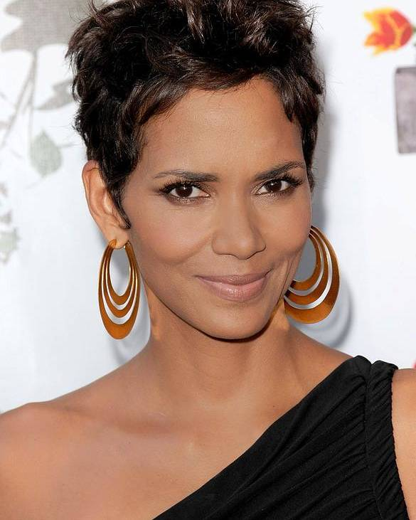 Halle Berry Poster featuring the photograph Halle Berry At Arrivals For 2011 Annual by Everett