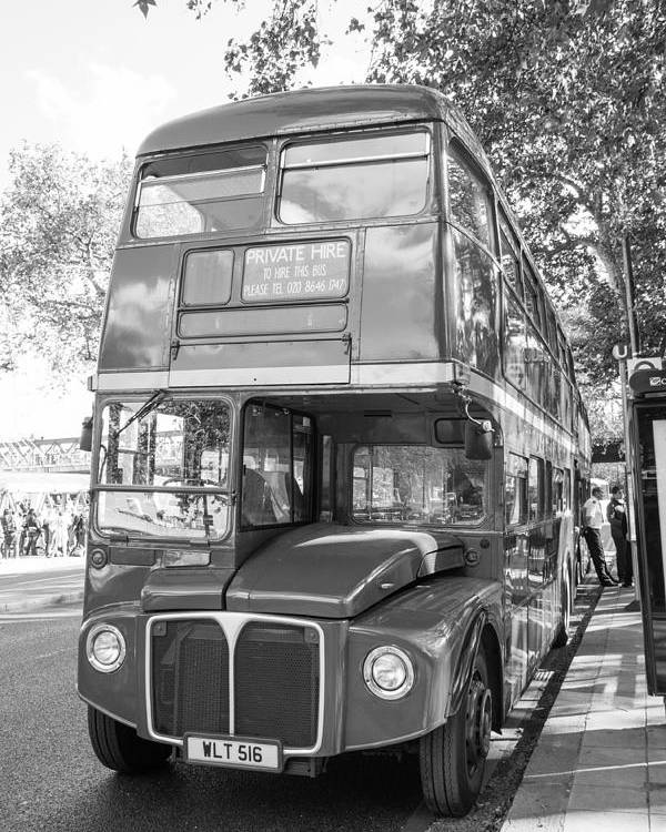 Dawn Oconnor Dawnoconnorphotos@gmail.com Poster featuring the photograph London Bus by Dawn OConnor
