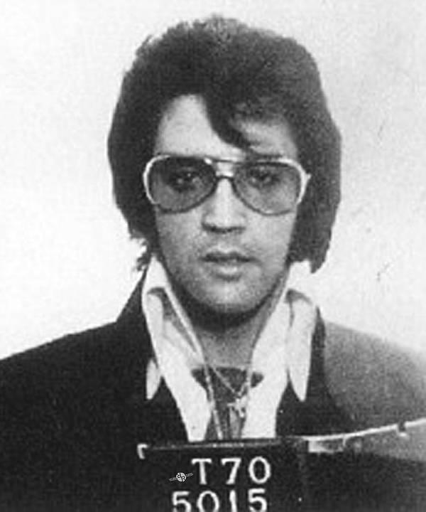 Elvis Presley Poster featuring the painting Elvis Presley Mug Shot Vertical by Tony Rubino