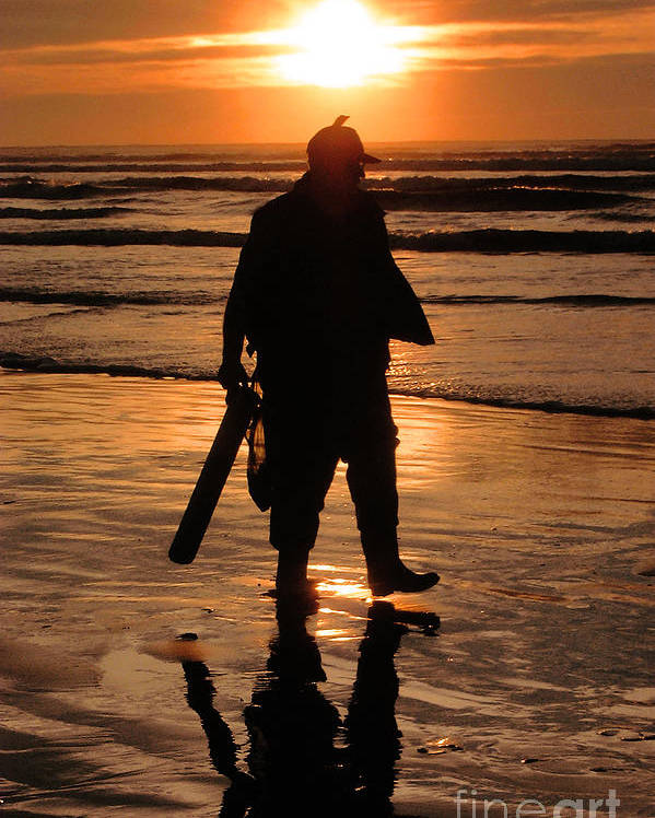 Pacific Poster featuring the painting Razor Clam Hunter by Larry Keahey