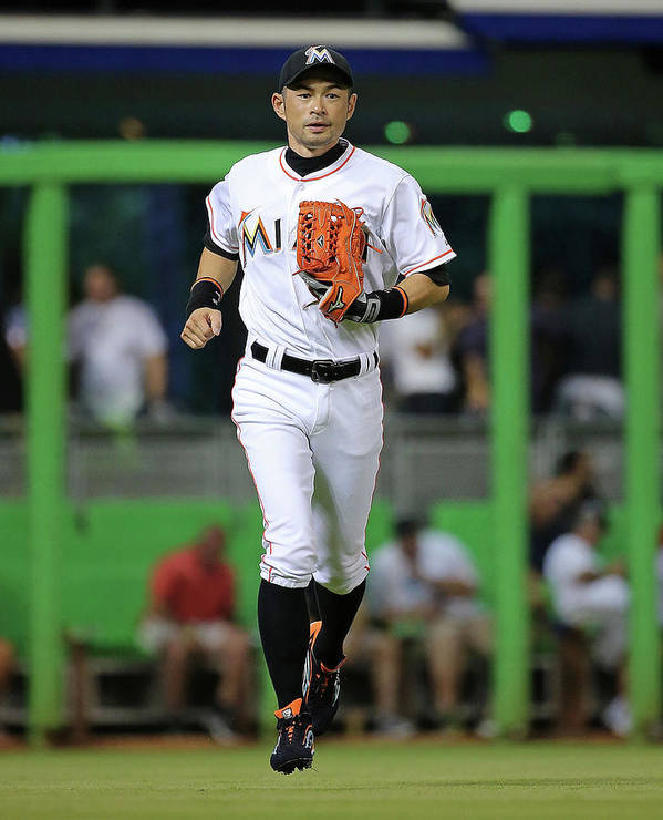 People Poster featuring the photograph Ichiro Suzuki by Mike Ehrmann