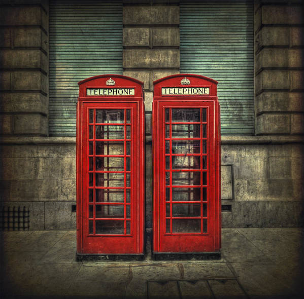 Phone Poster featuring the photograph London Calling by Evelina Kremsdorf