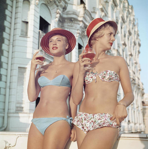Straw Hat Art Print featuring the photograph Cannes Girls by Slim Aarons