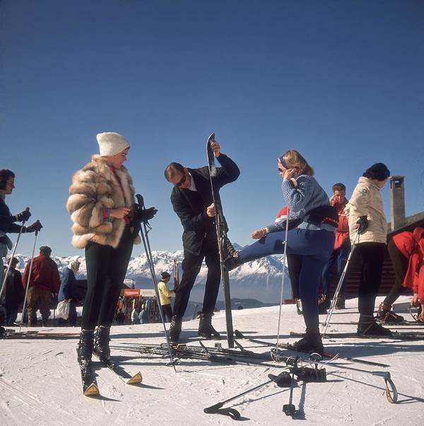 Skiing Art Print featuring the photograph Verbier Skiers by Slim Aarons