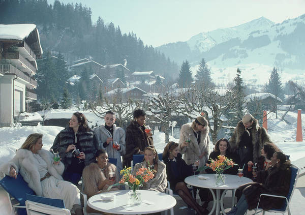 Gstaad Art Print featuring the photograph Drinks At Gstaad by Slim Aarons