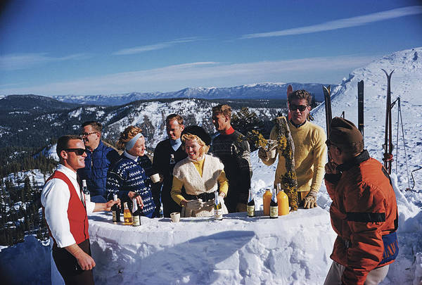 Skiing Art Print featuring the photograph Apres Ski by Slim Aarons