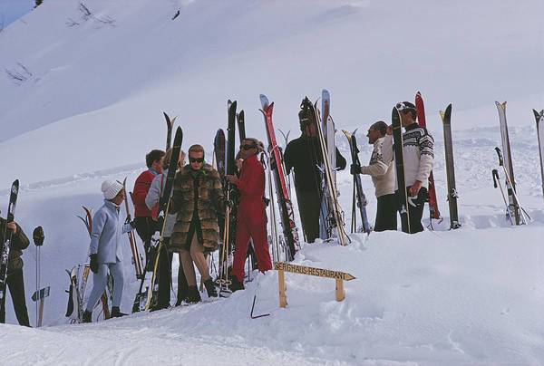 Gstaad Art Print featuring the photograph Skiers At Gstaad by Slim Aarons