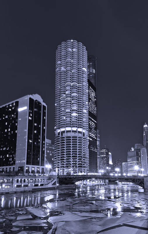 Marina City Art Print featuring the photograph Marina City On The Chicago River In B And W by Steve Gadomski