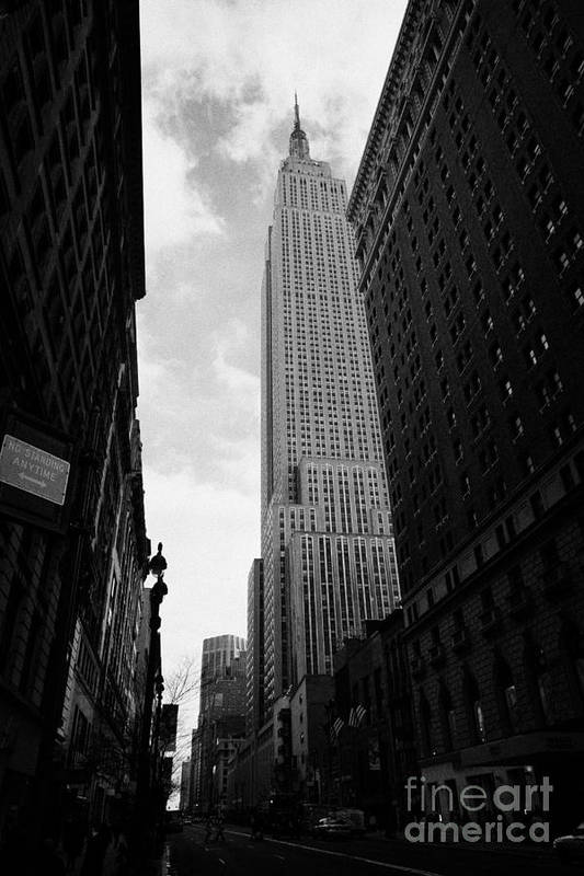 Usa Art Print featuring the photograph View Of The Empire State Building From West 34th Street And Broadway Junction New York City by Joe Fox