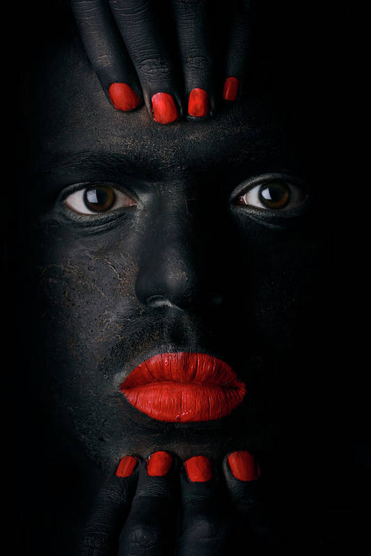 Face Art Print featuring the photograph G L A N C E .. by Hesham Alhumaid