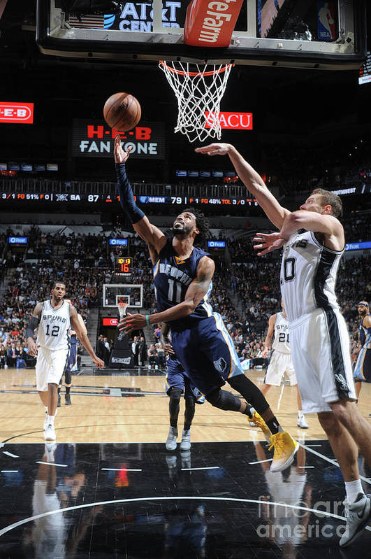 Playoffs Art Print featuring the photograph Memphis Grizzlies V San Antonio Spurs - by Mark Sobhani