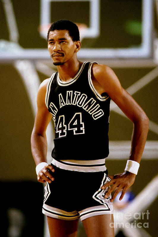 1980-1989 Art Print featuring the photograph San Antonio Spurs George Gervin by Andy Hayt