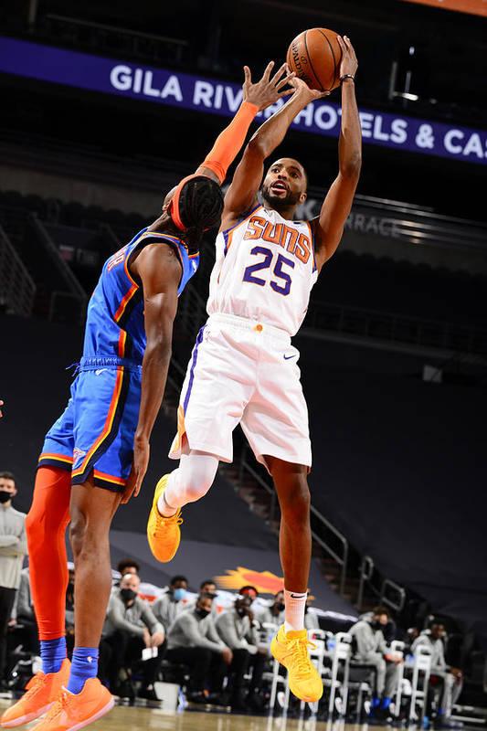 Nba Pro Basketball Art Print featuring the photograph Oklahoma City Thunder v Phoenix Suns by Barry Gossage