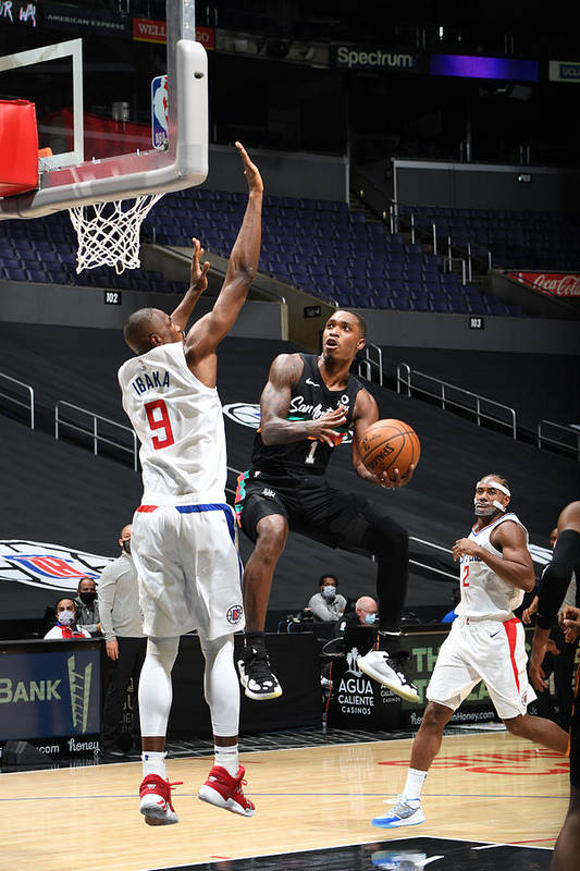 Nba Pro Basketball Art Print featuring the photograph San Antonio Spurs v LA Clippers by Adam Pantozzi