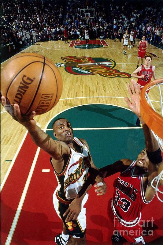 Nba Pro Basketball Art Print featuring the photograph Hersey Hawkins and Scottie Pippen by Andrew D. Bernstein