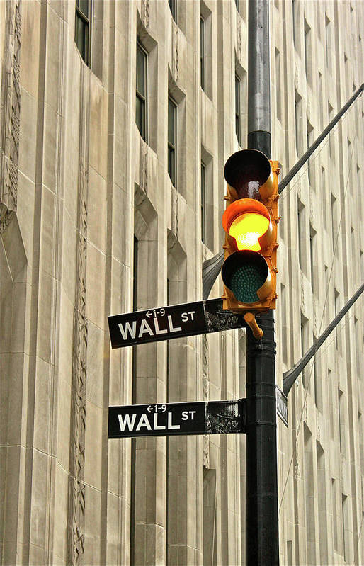 Vertical Art Print featuring the photograph Wall Street Traffic Light by Oonat
