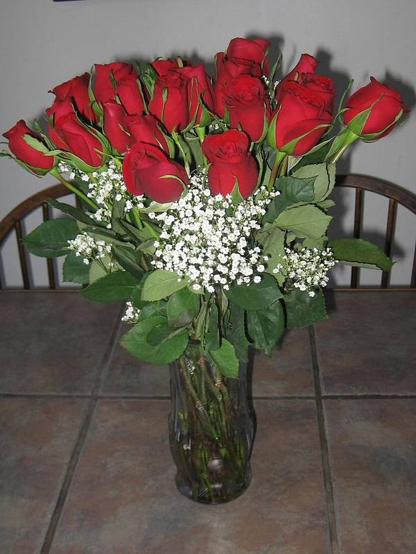 Red Roses Art Print featuring the photograph A Vase Of Red Roses by Donna Davis