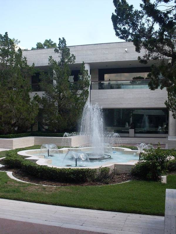 Appleton Museum Of Art Art Print featuring the photograph Appleton Fountain by Warren Thompson