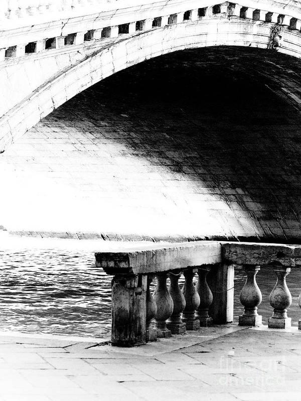 Ponte Rialto Art Print featuring the photograph Ponte Rialto by Emilio Lovisa