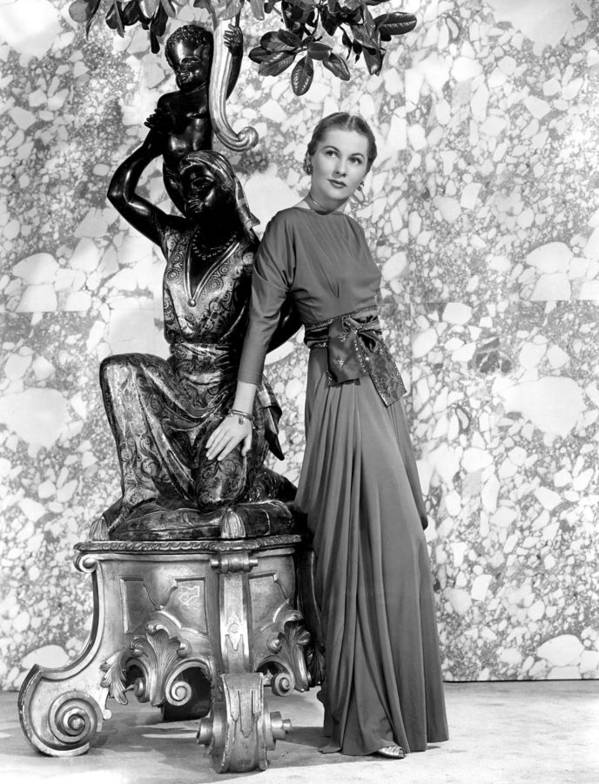 Fontaine Art Print featuring the photograph Joan Fontaine by Everett