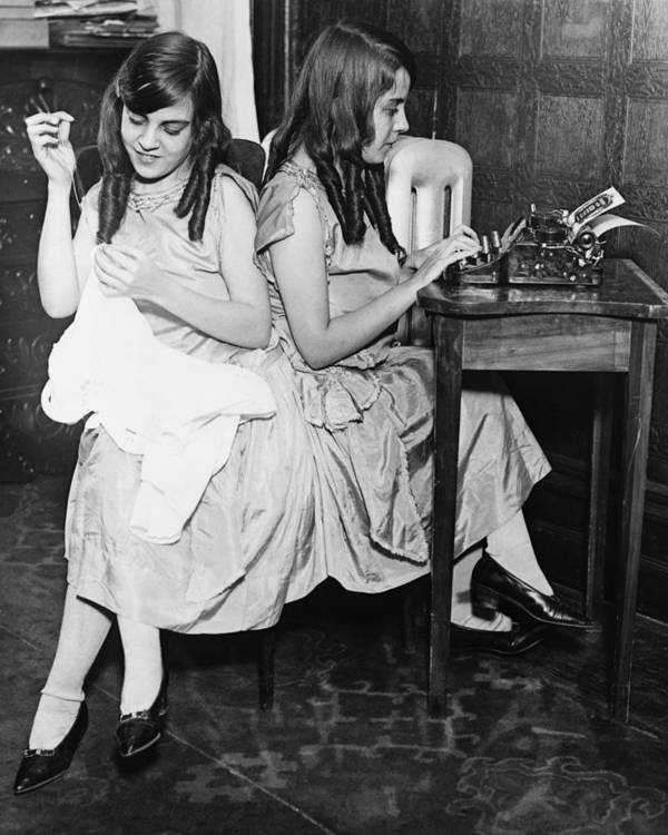 History Art Print featuring the photograph Daisy And Violet Hilton 1908-1969 by Everett