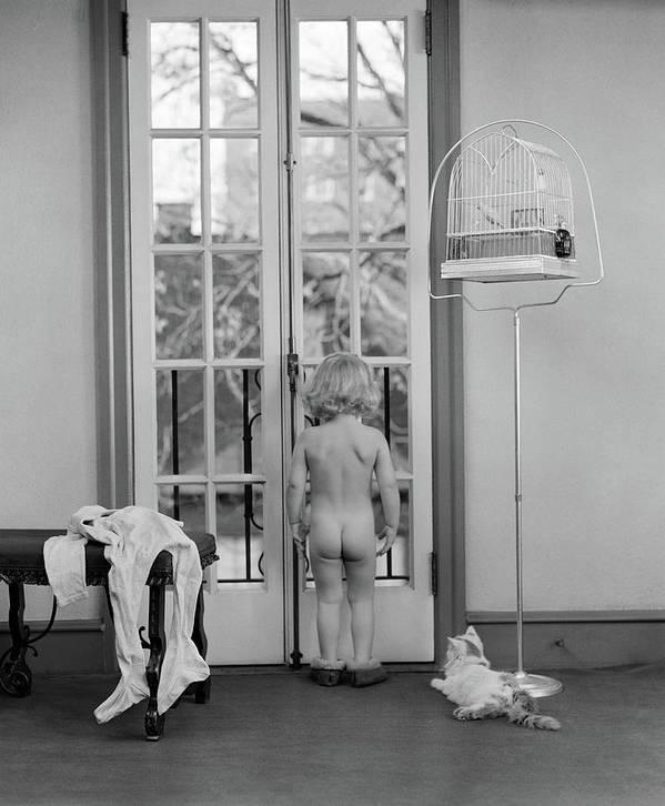 Young nudist girl
