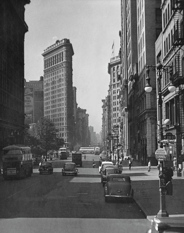 1950-1959 Art Print featuring the photograph Fifth Ave. And The Flatiron Bldg by George Marks