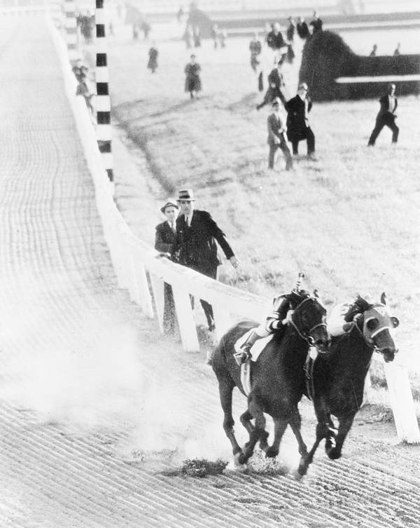 People Art Print featuring the photograph Seabiscuit And War Admiral Racing by Bettmann