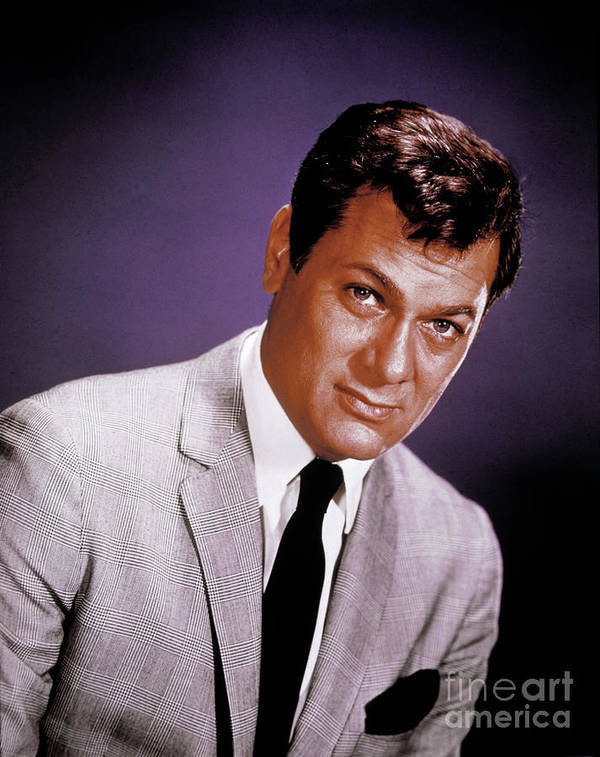 People Art Print featuring the photograph Tony Curtis by Bettmann